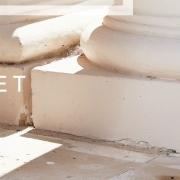 Notre nouvelle collection iconique Beauty Street arrive ⏳  La qualité durable de nos tissus et les coupes étudiées et fonctionnelles de nos modèles amélioreront votre qualité de vie au quotidien et vous permettront d'économiser : vous consommerez moins et mieux.  Nos nouvelles matières éco-responsables sont sublimes et douces et requièrent un séchage rapide et un entretien facile. Vous gagnerez ainsi un temps précieux.  Vous trouverez parmi notre nouvelle collection Beauty Street ce supplément de style unique, la quintessence du raffinement, la fusion des genres ✨  Nous avons hâte de vous la dévoiler !  #beautystreetparis #esthetique #hotellerie #professionnel #surmesure #qualité #vetementsprofessionnels #savoirfaire #uniformdesigner #institutdebeauté #workwearfashion #spa
