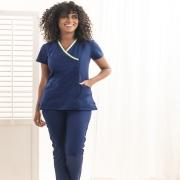 """🇫🇷 À l'occasion de la journée mondiale de la santé ♥  Nous vous invitons à découvrir notre nouvelle blouse médicale """"Giuliana"""" ✨  Un modèle pensé pour répondre à tous les besoins des professionn.elles de la santé 👩⚕️  Faites avec des matières qui vous assurent une protection optimale, tout en vous garantissant du confort et de l'élégance.  Telle est la Beauty Street touch 😊  Découvrez Giuliana dès maintenant sur notre site internet ⬇ lien dans la bio @beautystreetparis - 🇬🇧 On the occasion of the World Health Day ♥  We invite you to discover our new """"Giuliana"""" medical gown ✨  A model designed to meet all the needs of healthcare professionals 👩⚕️  Made with materials that provide you with optimal protection, while guaranteeing comfort and elegance.  This is the Beauty Street touch 😊  Discover Giuliana now on our website ⬇ link in bio @beautystreetparis  #modehomme #vetementsprofessionnels #hopital #hôpital #hopitaux #modehomme #workwear #workwearstyle #workwearfashion #hospitallife #infirmier"""